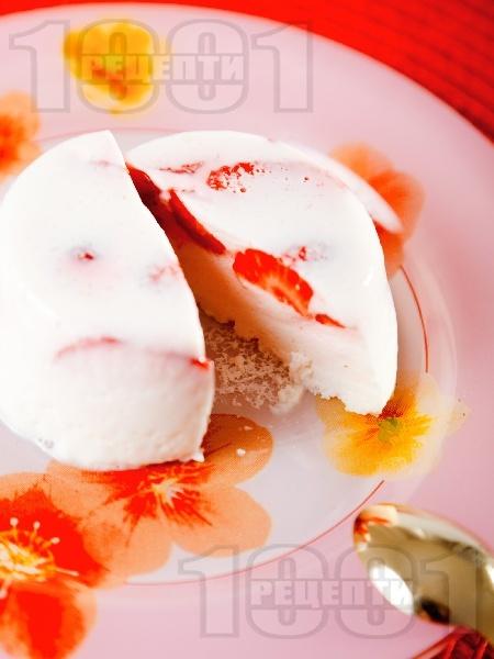 Желирано кисело мляко с цели ягоди - снимка на рецептата